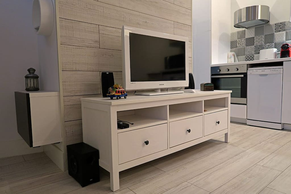 TV and speakers for smartphone/i-pods