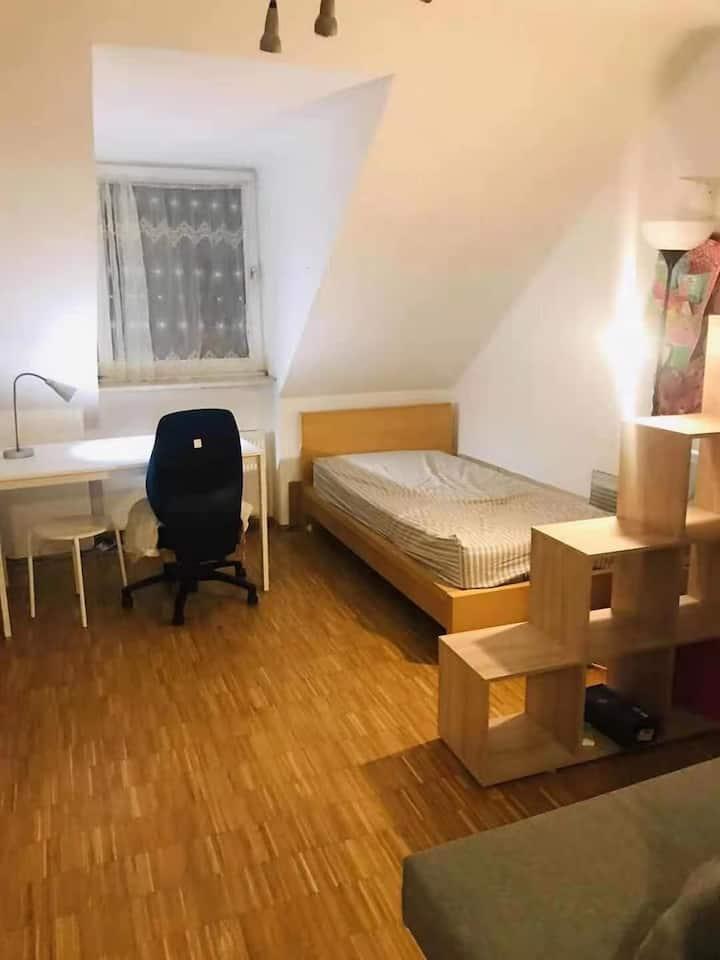 慕尼黑玛利亚广场市中心公寓即日起拎包入住
