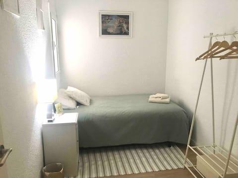 Acogedora habitación a pocos minutos de Parc Güell