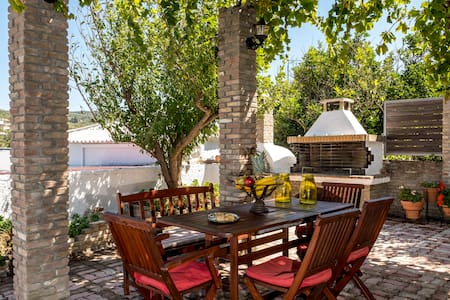Anthi's lovely, spacious cottage in the village!