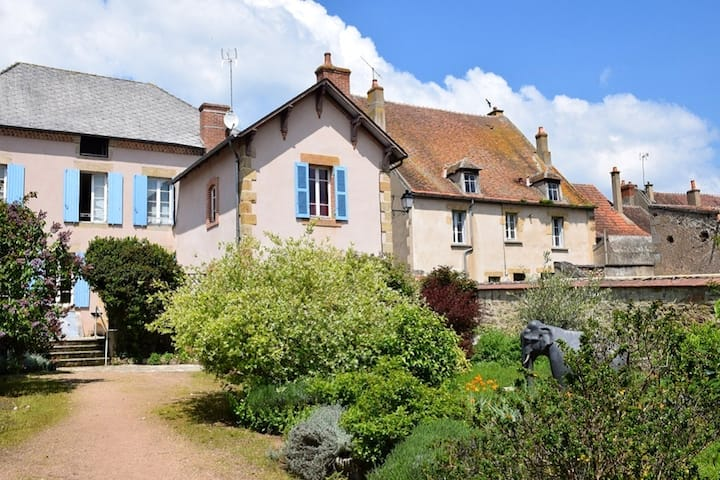 House with 2 bedrooms in Souvigny, with enclosed garden and WiFi