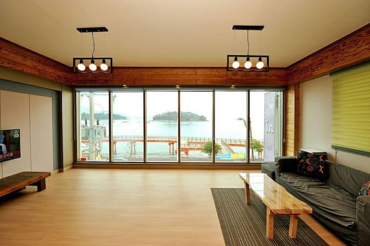 해상다리불빛이 보이는 동동다리앞.(36평형)-여수소호하우스(soho.house)ᆞ