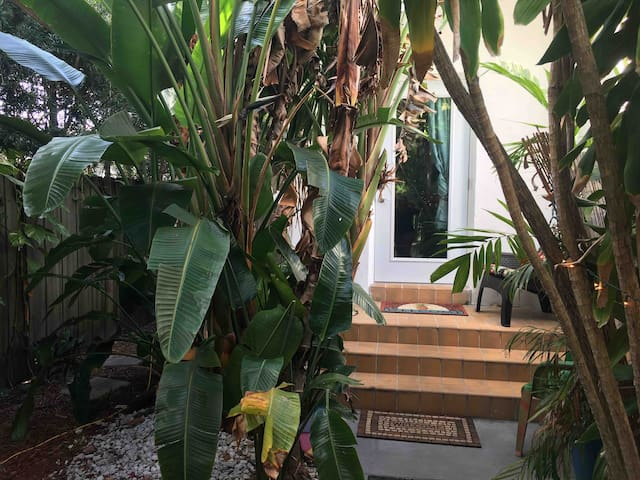 Private Guesthouse Bamboo Bungalow