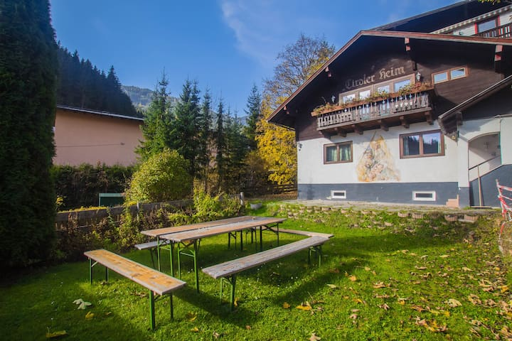 Cozy house, sleeps 16, next to slopes and centre - Zell am See - Maison