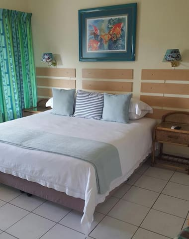 Shelly Beach Lodge - King/Double Rooms