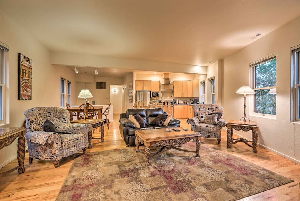 You'll immediately feel at ease in this condo's wonderfully inviting interior.