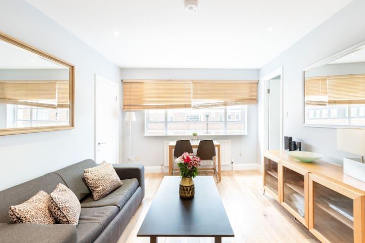 Cosy flat Sloane Avenue