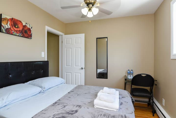 Quiet bedroom - 200 meters from NBCC Moncton