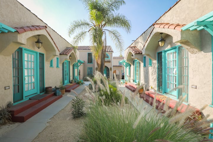 EXTENDED STAY -- Close 2 Everything!  Free Parking