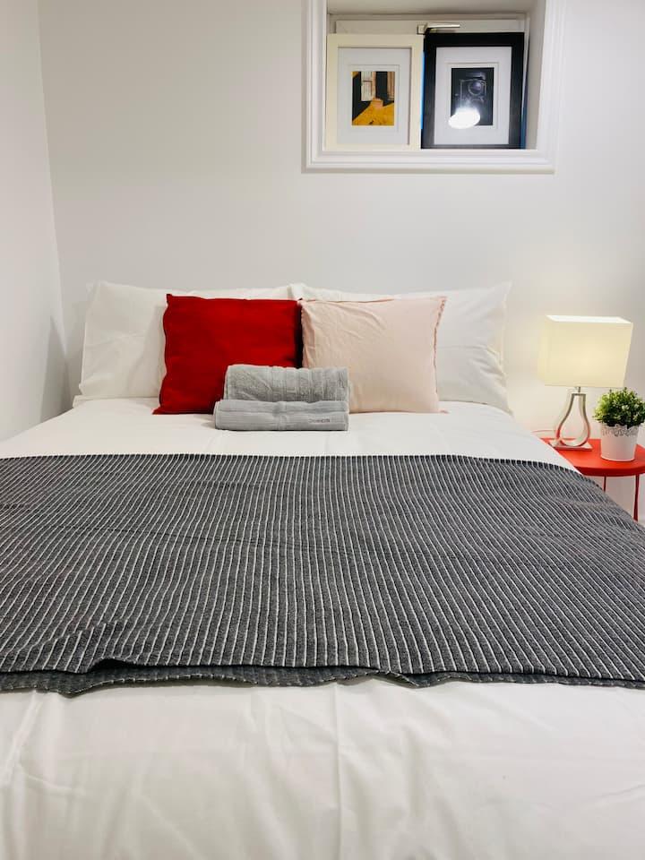 Bedroom with ensuite bathroom-Queensway/Royal York