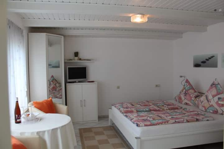 Gästehaus Jennifer, (Wasserburg (Bodensee)), Doppelzimmer 1 Gästehaus Jennifer 28 qm max. 2 Personen