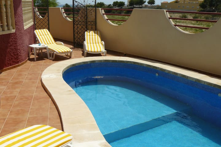 Villa avec piscine sécurisée, mer à 600m, au calme