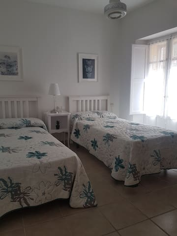 Habitación sencilla y cómoda en  casco antiguo.