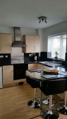 Lovely  1 bedroom house situated in Penarth marina