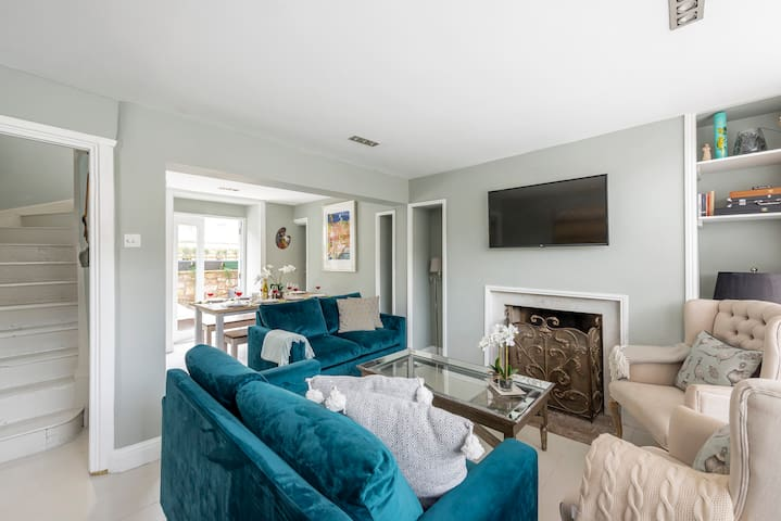Stylish 4 bedroom townhouse