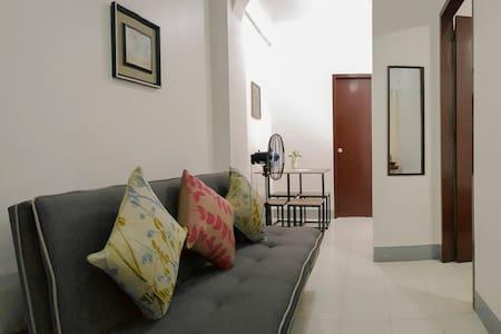 Homey Apartment w/ 35 Mbps WiFi-15 min walk to BGC