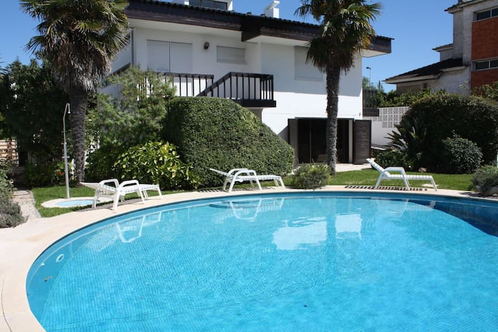 Ideal to Relax and visit Lisbon and Cascais / Estoril- Solar Heated Pool