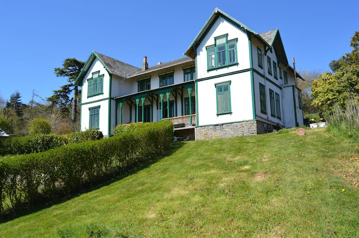 East Wing 2 Bed Apartment @ Historic Burton Hall - Devon - Daire