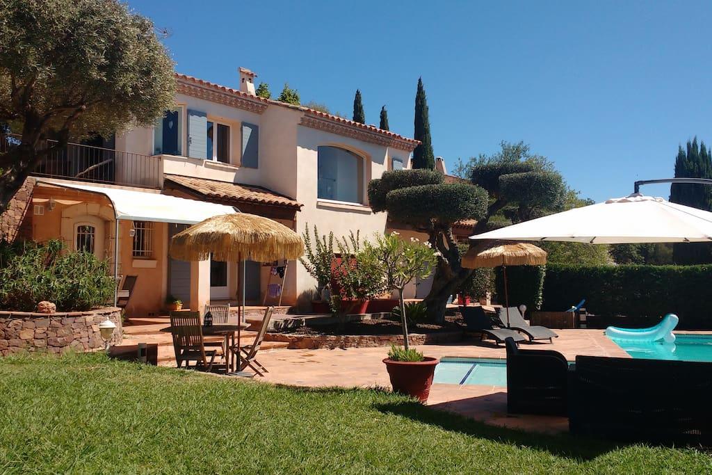 Belle villa familiale avec espace piscine villas louer for Piscine la garde