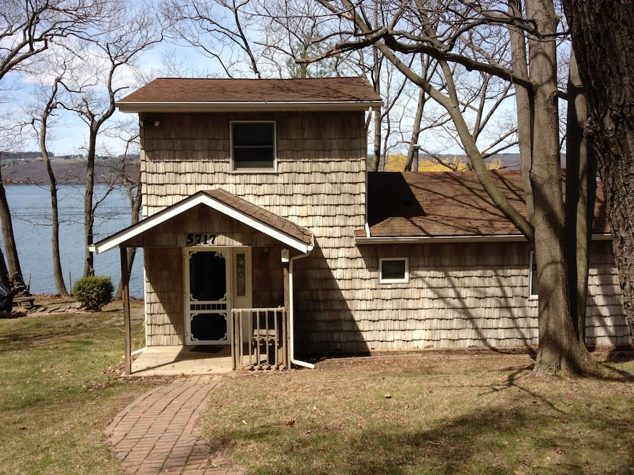 Seneca lakefront cabin cottages for rent in hector new for Cabin rentals vicino a watkins glen ny