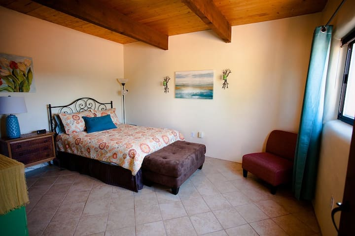 Charming Casita - Placitas - Guesthouse
