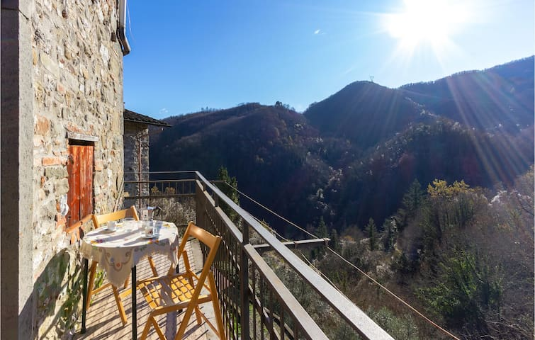 Holiday apartment with 2 bedrooms on 60m² in Gioviano -LU-