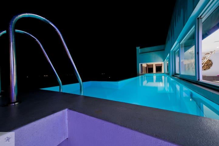 Imperial Penthouse 4 bdr, hillside luxury