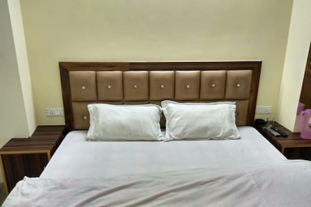 Standard newly furnished couple rooms in the city - 西姆拉(Shimla) - 住宿加早餐