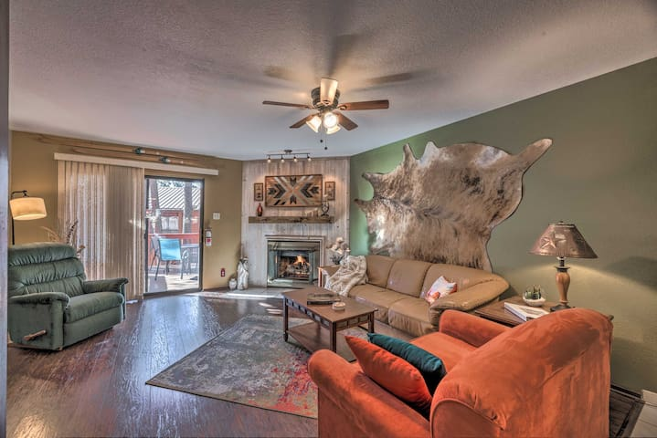 NEW! Cozy Mtn Condo w/ Deck, 15 Mi to Ski Apache!