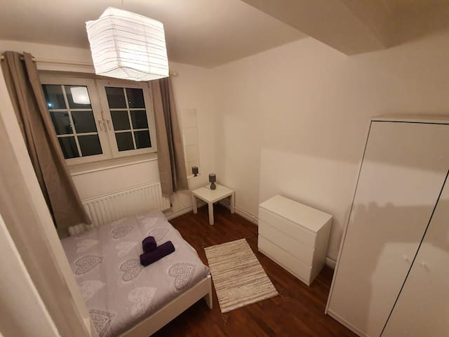 Large Double room close to Tower Hill