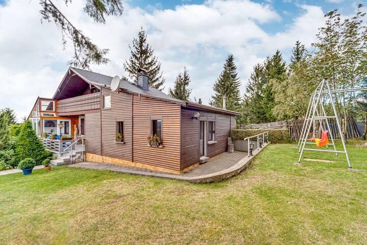 Charming Holiday Home in Neustadt am Rennsteig with Sauna
