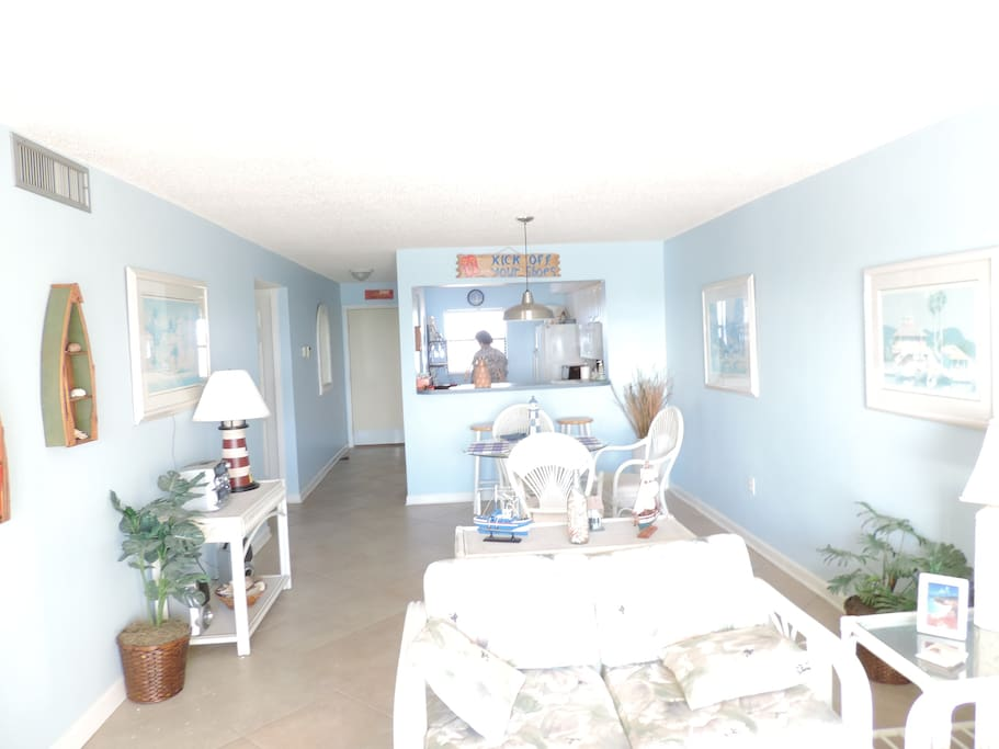 7th floor 1168 sq. ft. with 2 bedrooms and 2 bathrooms, full kitchen, Cable TV, Free Secured WIFI