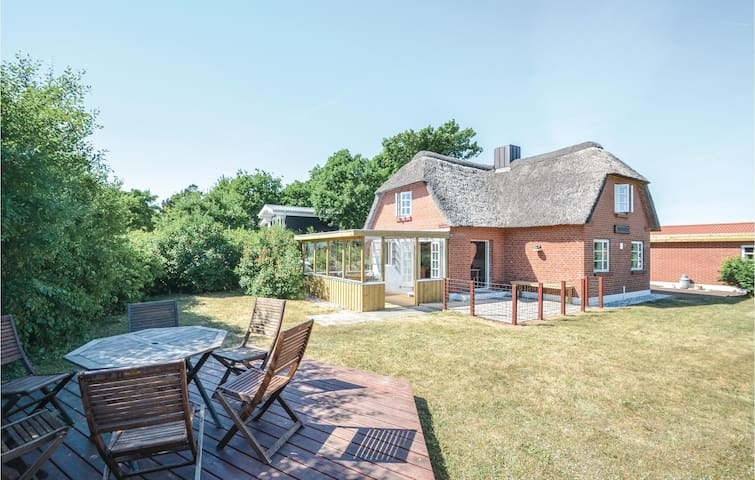 Holiday cottage with 3 bedrooms on 126m² in Struer