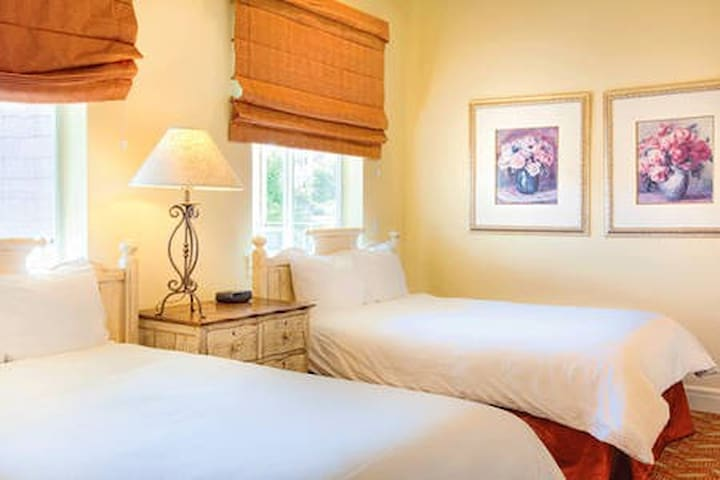 Two double-beds in the third bedroom make this condo great for families