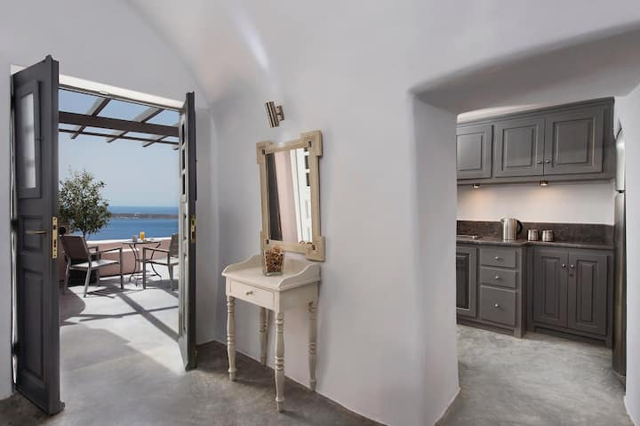Theodora Suites -Deluxe Suite with Outdoor Hot Tub