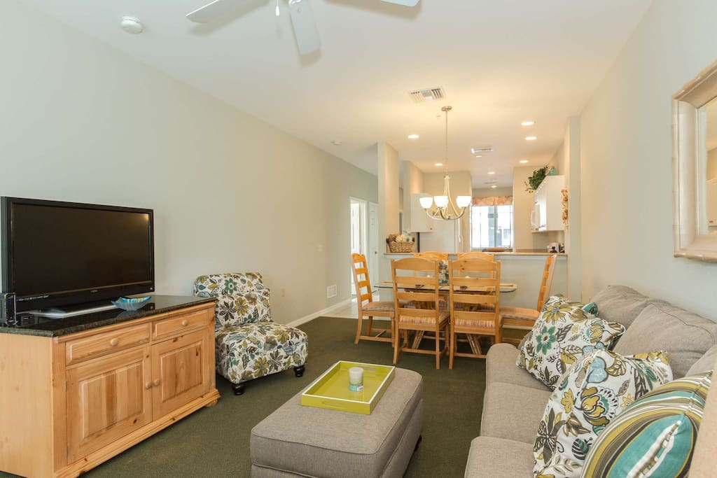 Open & spacious living/dining area provides large flat screen TV w/cable (& internet).