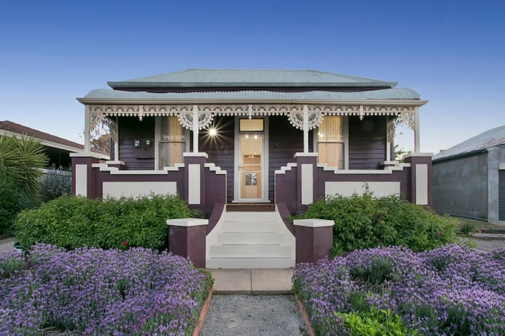 Blue Diamond Luxury Self-contained Cottage - Maryborough - House