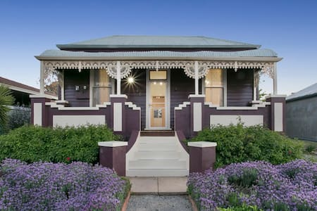Blue Diamond Luxury Self-contained Cottage