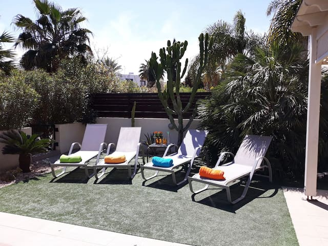 6   SUN BEDS AVAILABLE