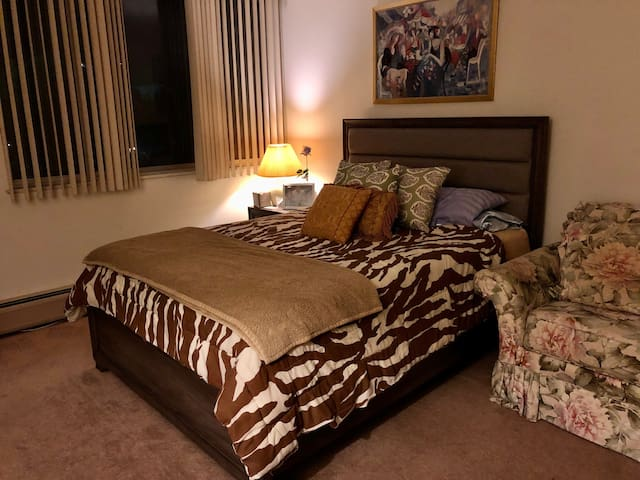 Safe and cozy place to stay, private bedroom.