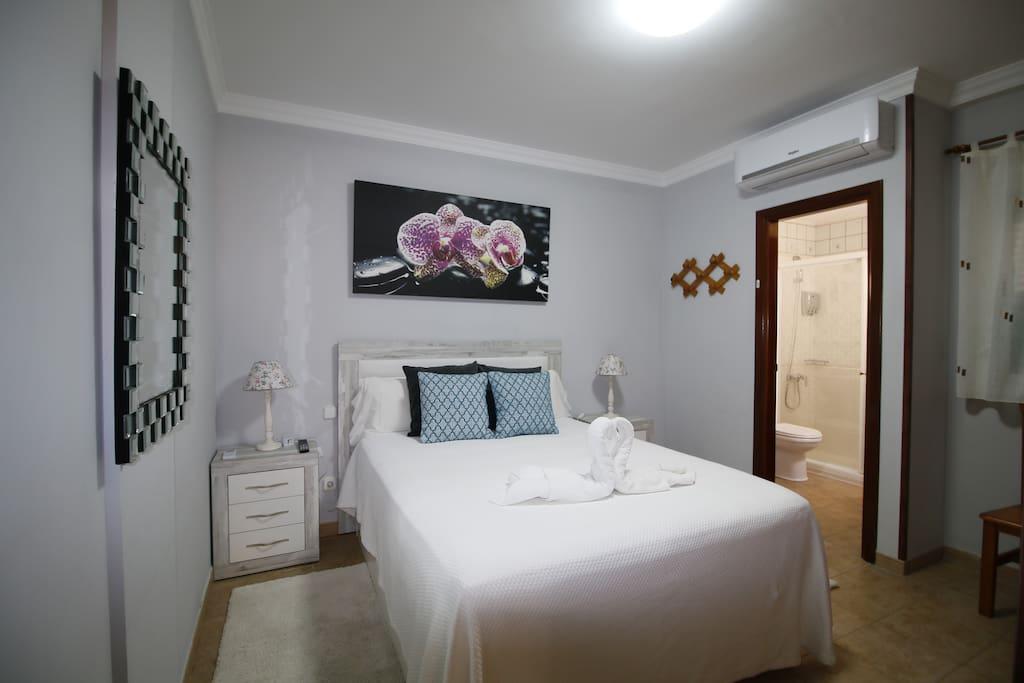 Dormitorio 1 con Smart TV y aire acondicionado