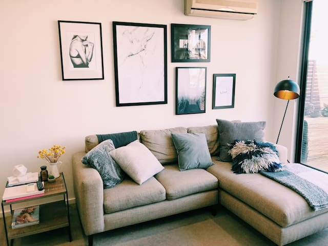 Chic Ascot Vale apartment with easy access to CBD