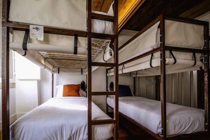 De Pedra e Sal bunk beds in the downtown
