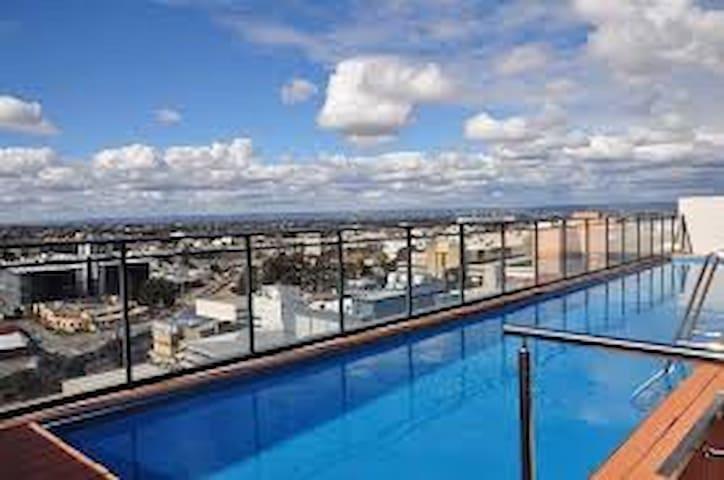 PERTH CBD WITH POOL & VIEWS - Perth - Apartment
