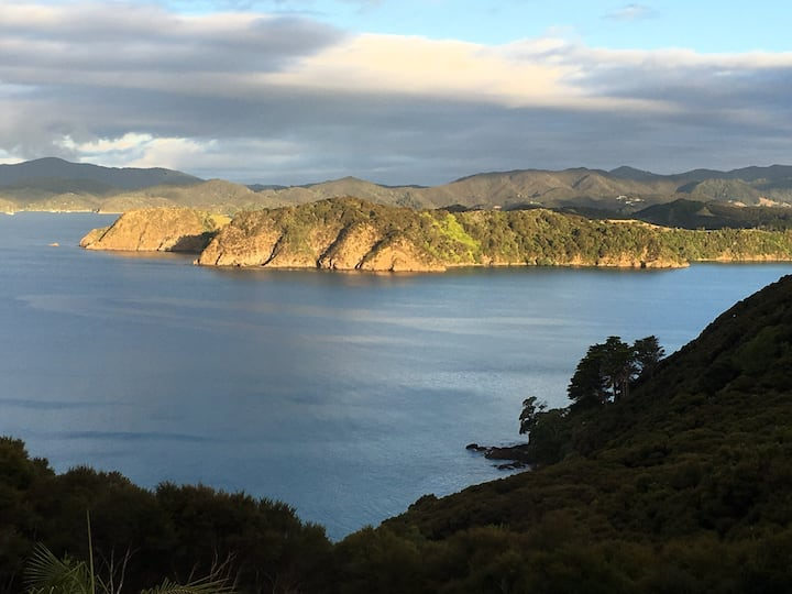 Whareaihe: Russell Home with a View