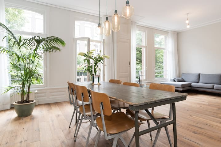 SPACIOUS COOL APARTMENT IN TYPICAL AMSTERDAM HOUSE - Amsterdam - Appartement