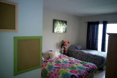 Room with private bathroom - Palm Springs - Appartamento