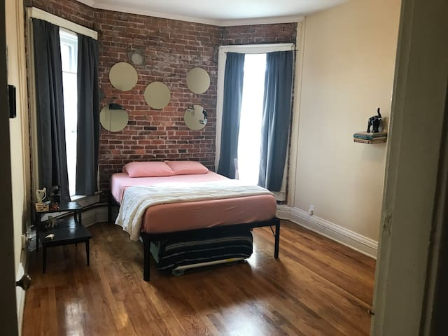 Historic Artloft Rowhouse in Lowertown