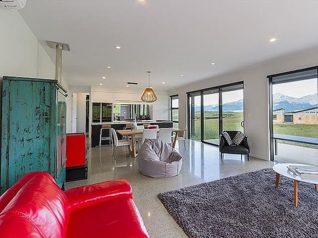 Jacks Point Retreat - Queenstown Holiday Home - Kawarau Falls - House