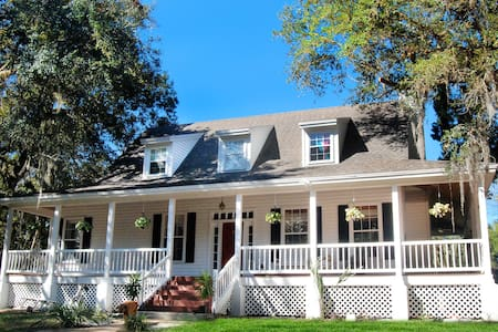 Charming Old Florida Cracker Home - Homosassa